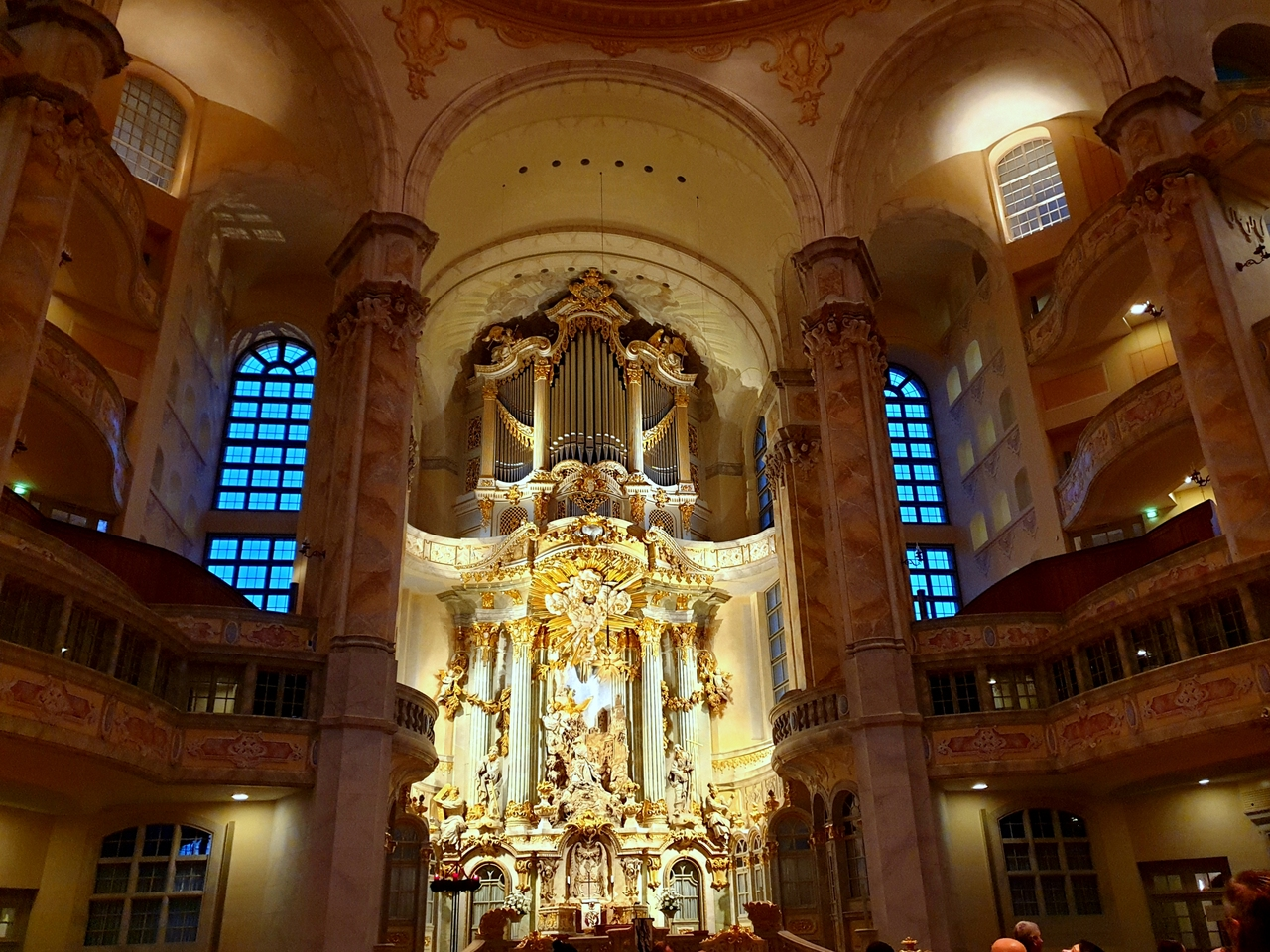 Kościół Marii Panny, Drezno. Każdy przekraczający próg kościoła zostanie urzeczony blaskiem cudownego ołtarza.