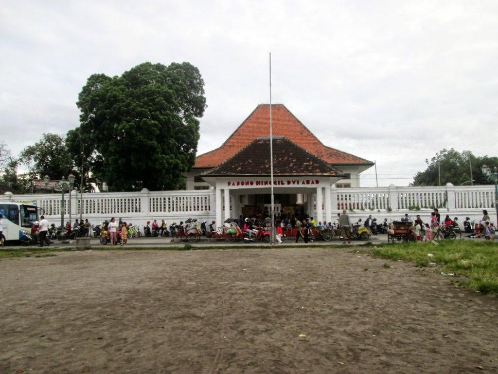 Gedung Sasono Hinggil Terlihat Gagah