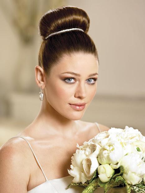 5 desirable wedding hair updos