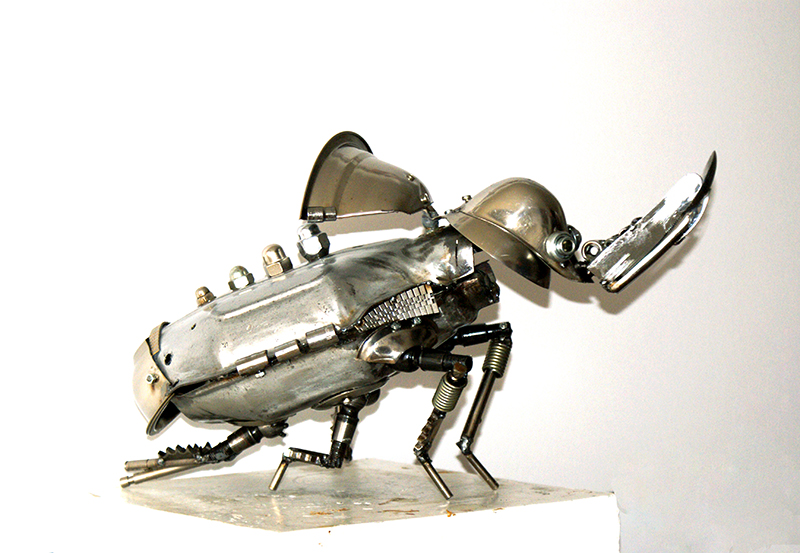 20-Rhinoceros-Beetle-Dimitar-Valchev-Recycled-Animal-and-Insect-Sculptures-www-designstack-co