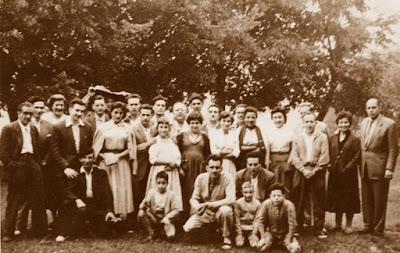 Jugadores y acompañantes en la ronda que se jugó en el Santuario de Santa María de Falgars, 1956