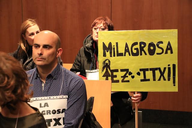 Protesta en el pleno en defensa del colegio La Milagrosa