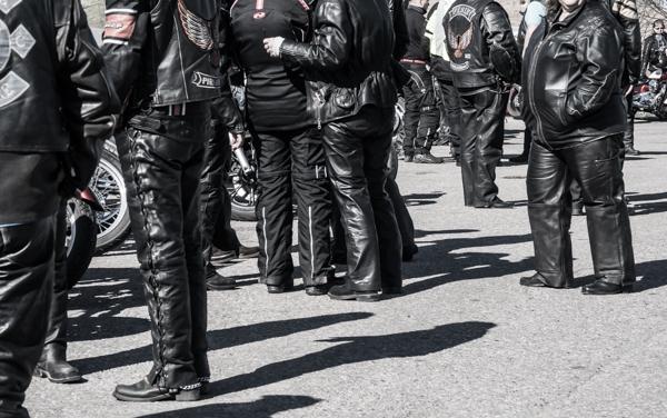 motoristien pukeutuminen kuinka pukeutua moottoripyöräily motoristi motoristit koulukiusaamista vastaan mkkv nahkavaatteet motoristin asu