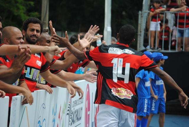 Flamengo faz 3 a 2 no Corinthians e encara Santos por título do Mundialito de Fut7