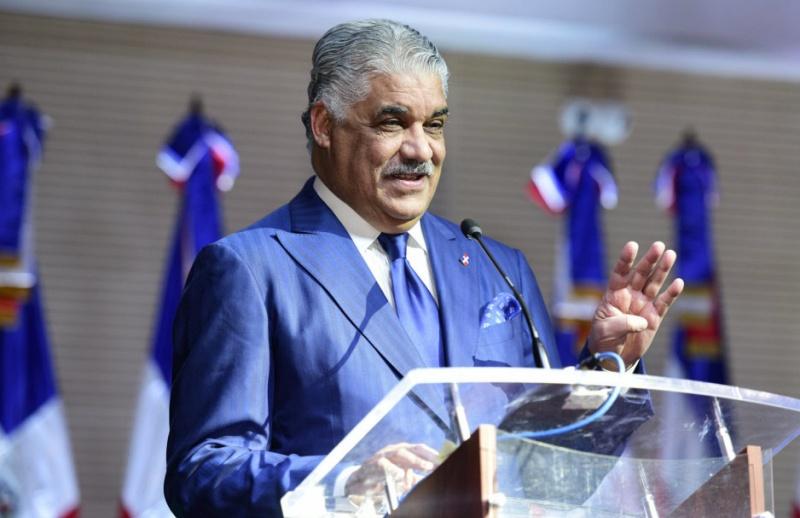Miguel Vargas reafirma garantías de seguridad a nacionales y extranjeros