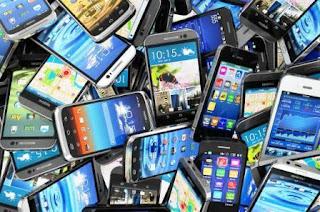 Unos 5.000 teléfonos celulares son robados en la Argentina por día, en el marco de una actividad criminal que se incrementó un 15 por ciento desde 2014 y que genera un comercio ilegal de más de 200 millones de pesos mensuales, informaron fuentes oficiales y empresariales.