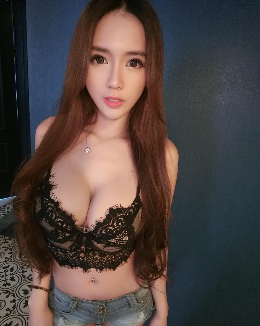 Zihan Weng Sexy