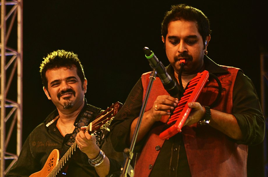 Ehsaan Noorani and Shankar Mahadevan at Idea Rocks India, Bangalore (photo - Jim Ankan Deka)