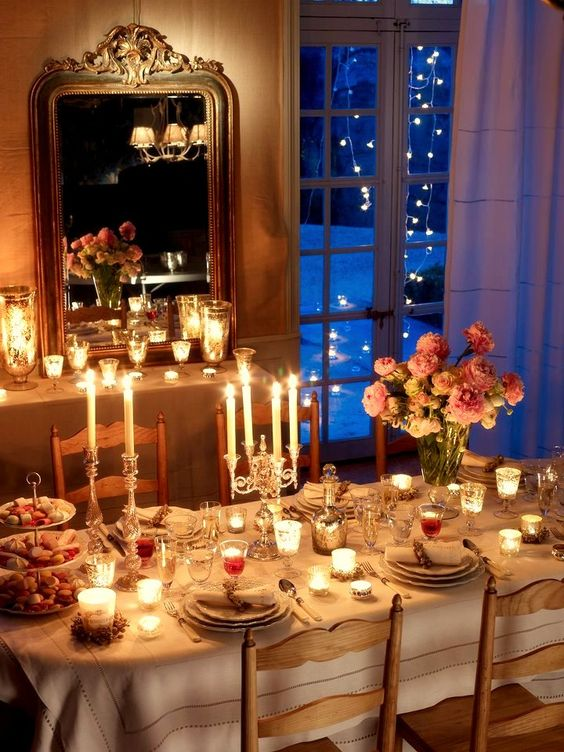 Paris dining room by candlelight for Christmas #ParisChristmas