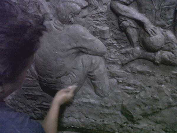 relief dinding bertema sejarah