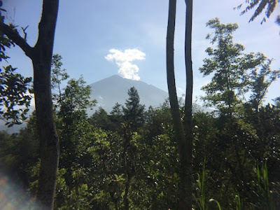 Awan Naga di Gunung Agung