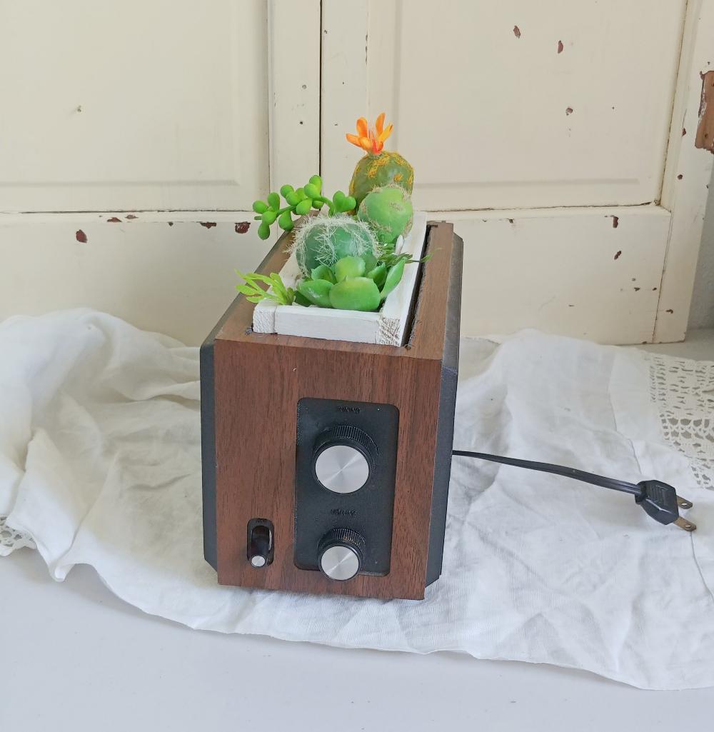 radio planter