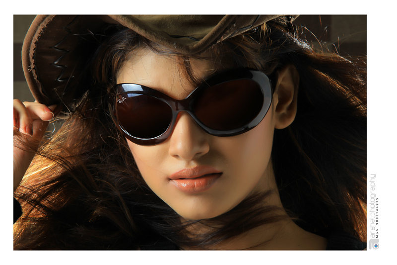 pleasnat cute Tamil actress oviya latest photoshoot