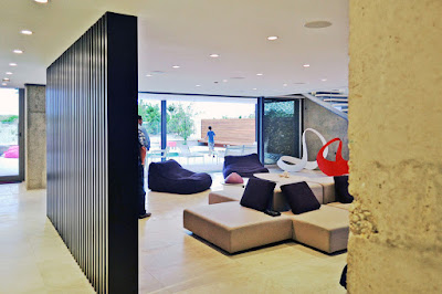 ใช้ไม้ระแนงกั้นห้องภายในบ้าน