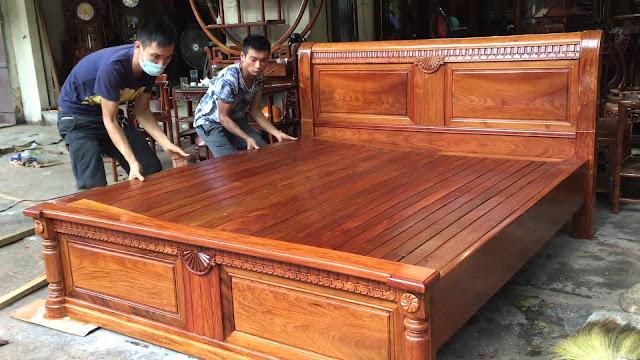 Những chiếc giường ngủ gỗ hương được làm tại làng nghề Đồng Kỵ, Bắc Ninh
