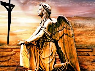 anjo-de-joelhos-orando