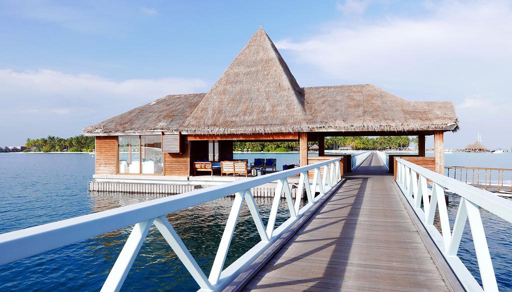 Euriental | fashion & luxury travel | Conrad Maldives, arrivals and departures area