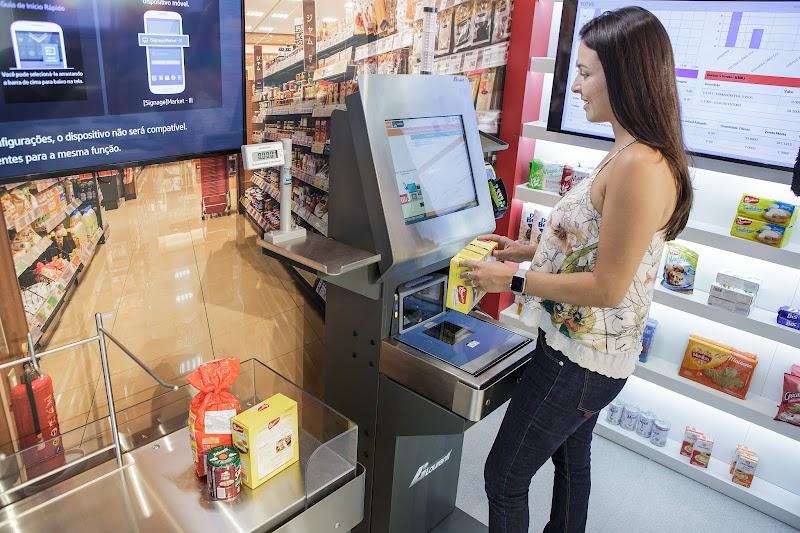 Supermercados optam por compras sem caixa