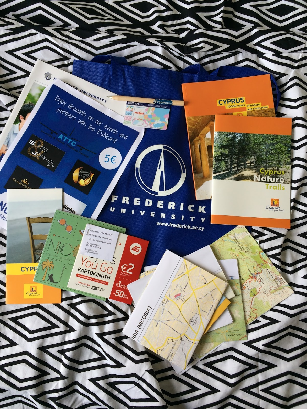 0d1d9e3c609 ... ajaloo tutvustus raamat, loodusraamat, koolikaardi ja Erasmuse  sooduskaardi ka veel. Kaart millega saab paljudes kohtades soodustusi. Kogu  Euroopas saab ...