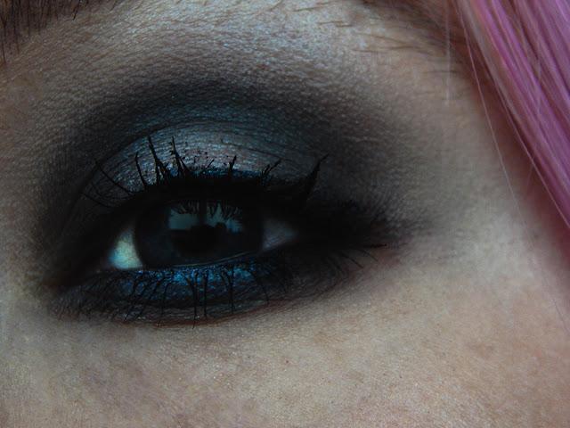 Cool Toned Grunge Makeup Look