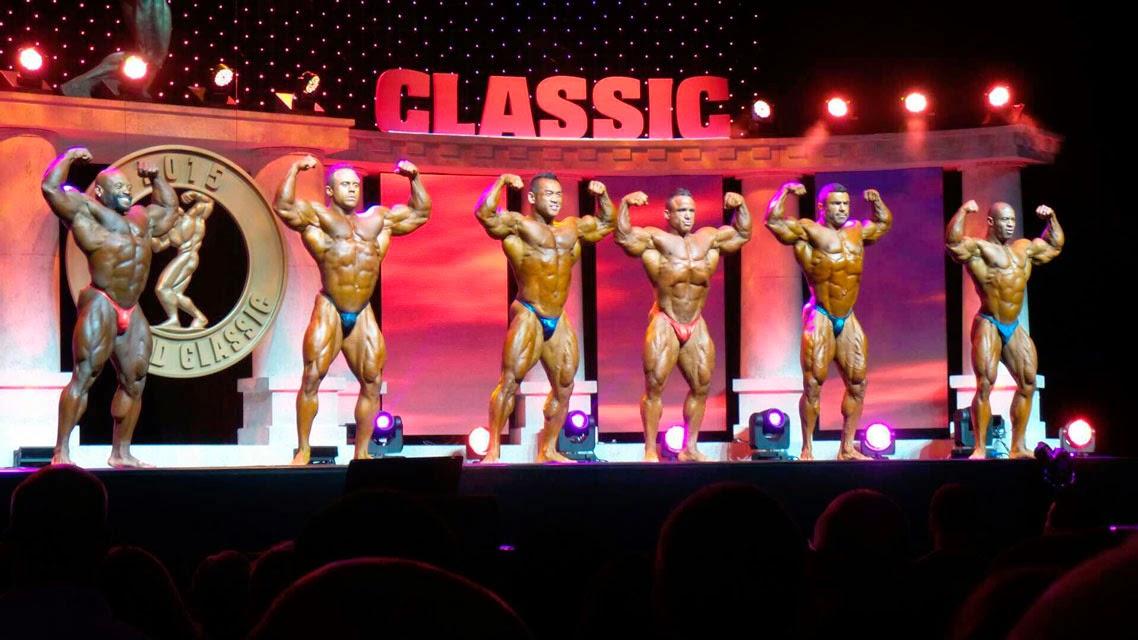 Eduardo Corrêa no palco do Arnold Classic 2015. Foto: Fórum Muscular Development/Reprodução