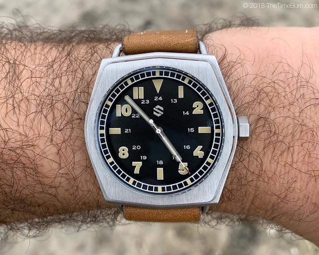 Seals Model C black wrist