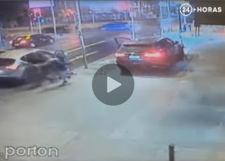 شاهد بالفيديو  عصابة  حولت  سرقة  صاحب  السيارة  لكن  رد فعل  كانت لا تصدق