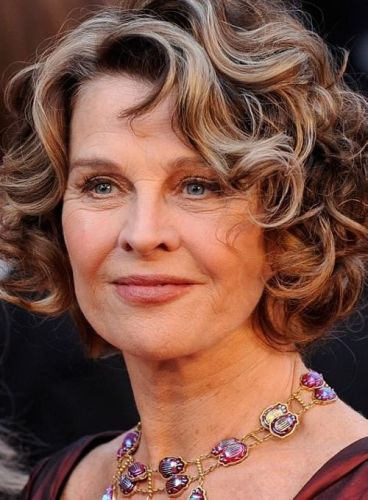 Internex Posed: Hairstyles For Round Faces over 50