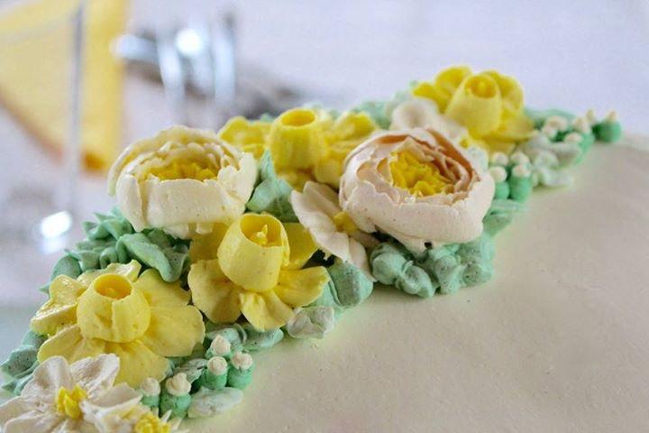 Neue Buttercreme Blüten Kurse - jetzt in meiner Törtchenschule!