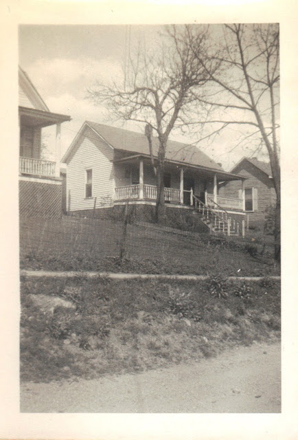 Denise's Life in the Past Lane: Wordless Wednesday - House at Williamsville