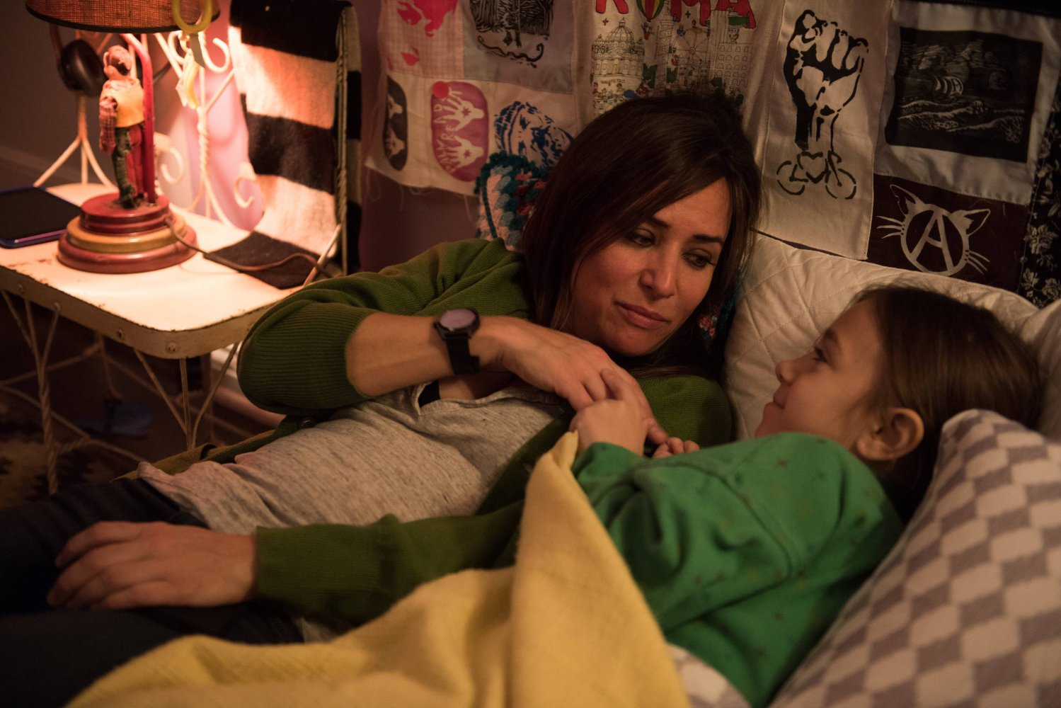 Pamela Adlon y Olivia Edward en Better Things (FX).