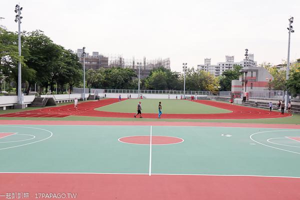 台中大里|大里運動公園|籃球場|操場|城市光廊|空中步道|阿勃勒|休閒好去處