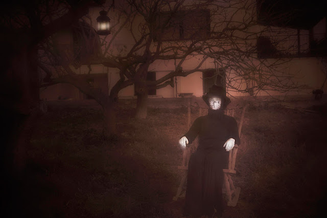 Το μυστήριο που κινητοποίησε την αστυνομία  Πάτρα: Η γυναίκα με τα μαύρα και το αναμμένο κερί, που εμφανίζεται μετά τα μεσάνυχτα