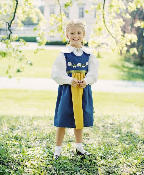 New photos of  Princess Estelle with Prince Oscar Carl Olof of Sweden were published. Crown Princess Victoria calebrete Swedish National Day 2017