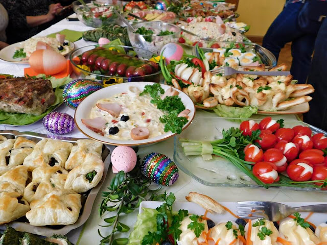 ciastka, warzywa i owoce, stoły wielkanocne Nowe Kramsko