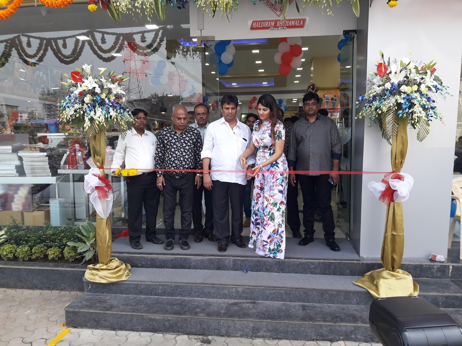 HALDIRAM BHUJIAWALA's FIRST STORE OPENED AT MUMBAI
