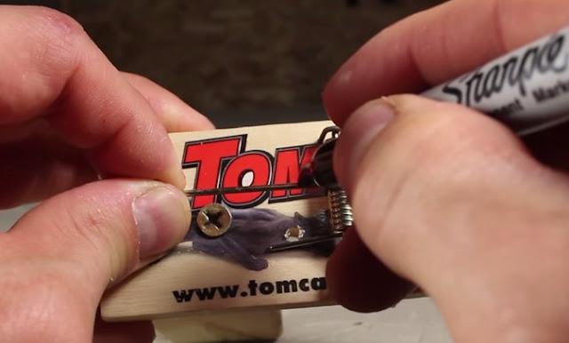 Cách làm súng đồ chơi từ chiếc bẫy chuột 3