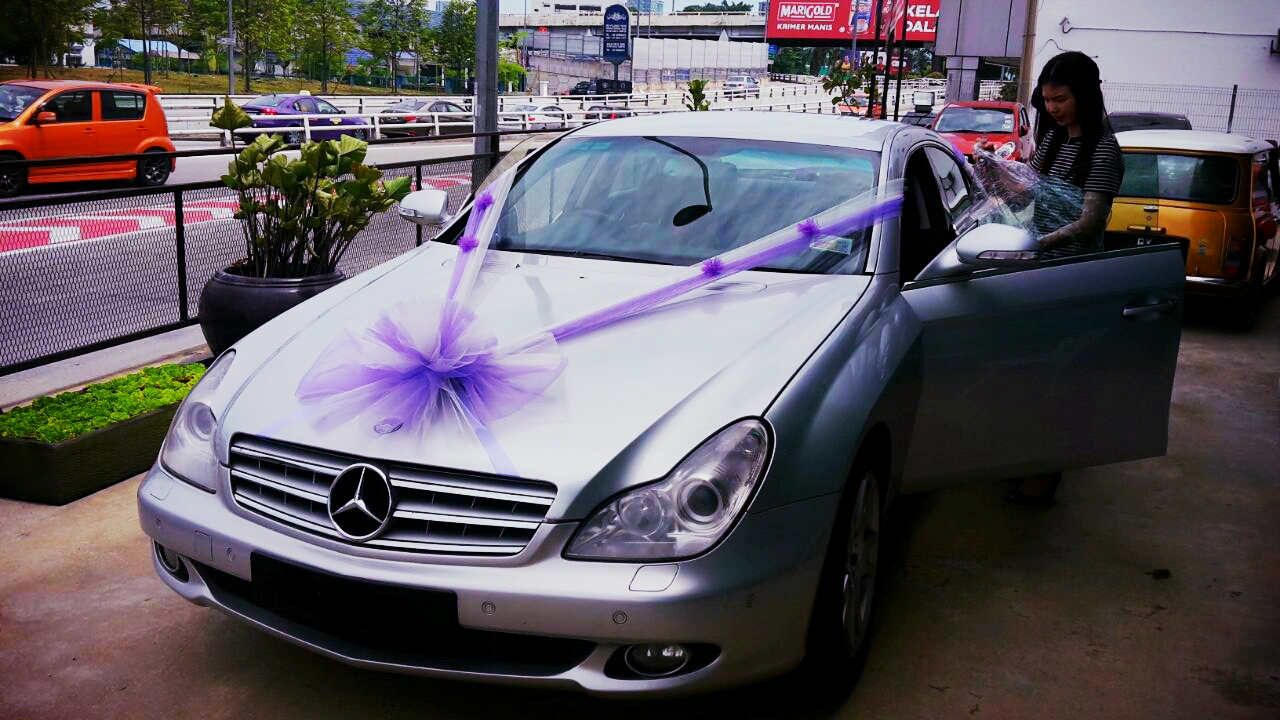 Mercedes Cls350 With Purple White Decor