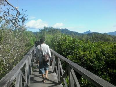 Awal Tahun 2017 Jembatan Galau Cengkrong Ramai Dikunjungi Wisatawan