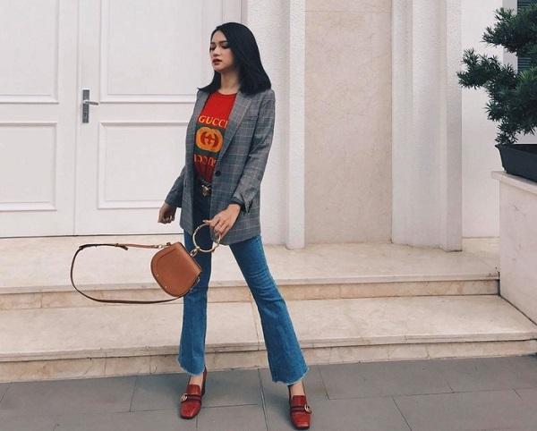 quan-jeans-voi-giay-cao-got-do