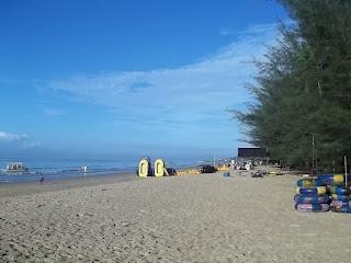 http://www.wisatakalimantan.com/2016/08/wisata-pantai-manggar-kalimantan-timur.html