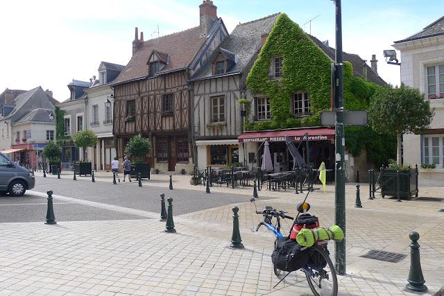 De Paris à Angers par la Loire à vélo, Amboise