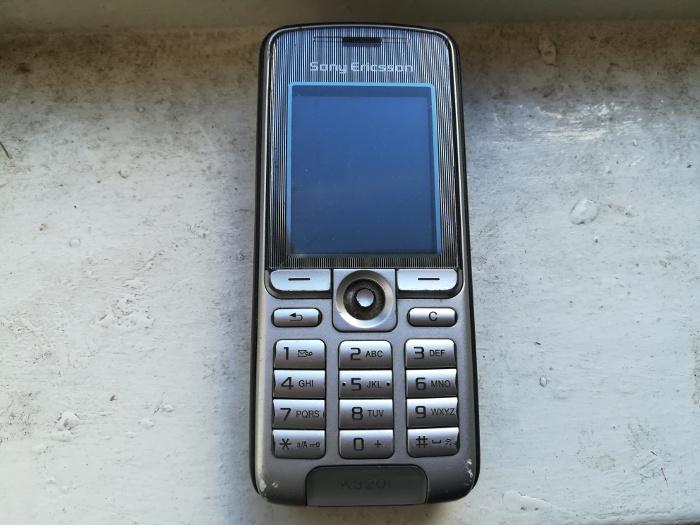 altes Handy, Sony-Erricson-Mobiltelefon von 2008