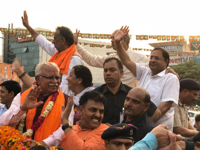 Chief Minister Manohar Lal Khattar's road show made up of BJP party in Faridabad