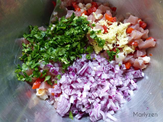 Ajoutez oignon, gingembre et coriandre.
