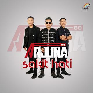 Lagu ini masih berupa single yang didistribusikan oleh label Pelangi Records Lirik Lagu Arjuna 89 - Sakit Hati