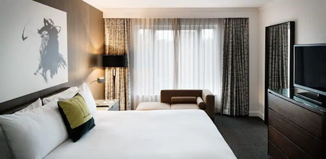 Experience the vibrant, chic nature of The Logan Philadelphia Hotel in Logan Square while relaxing with modern and luxurious amenities during your stay.