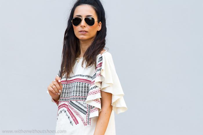 ad129ece3544 Vestido con bordados étnicos de Zara inspiración Isabel Marant ...
