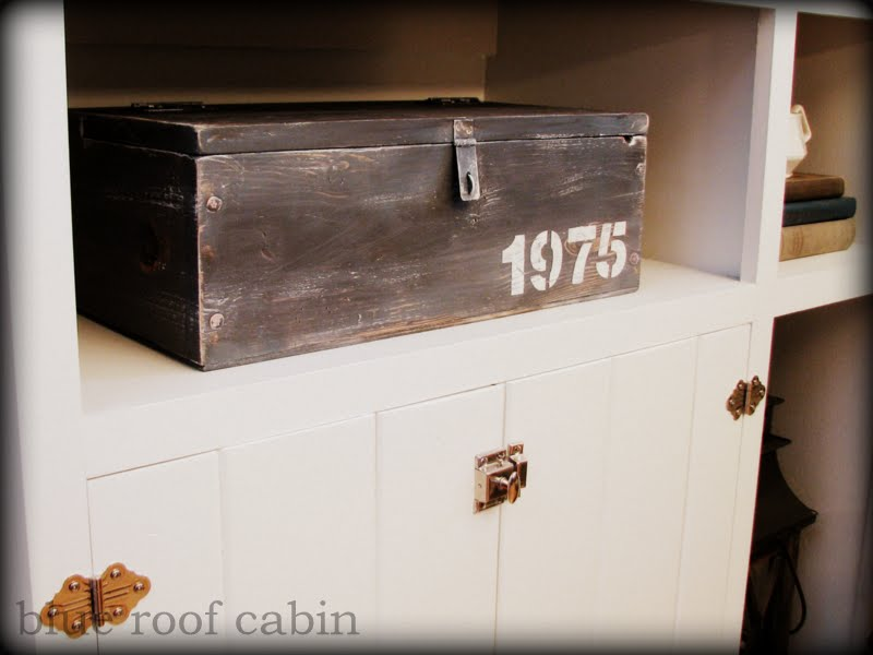 blue roof cabin how to build an antique wood box. Black Bedroom Furniture Sets. Home Design Ideas