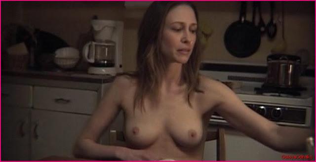 Вера Фармига голая грудь